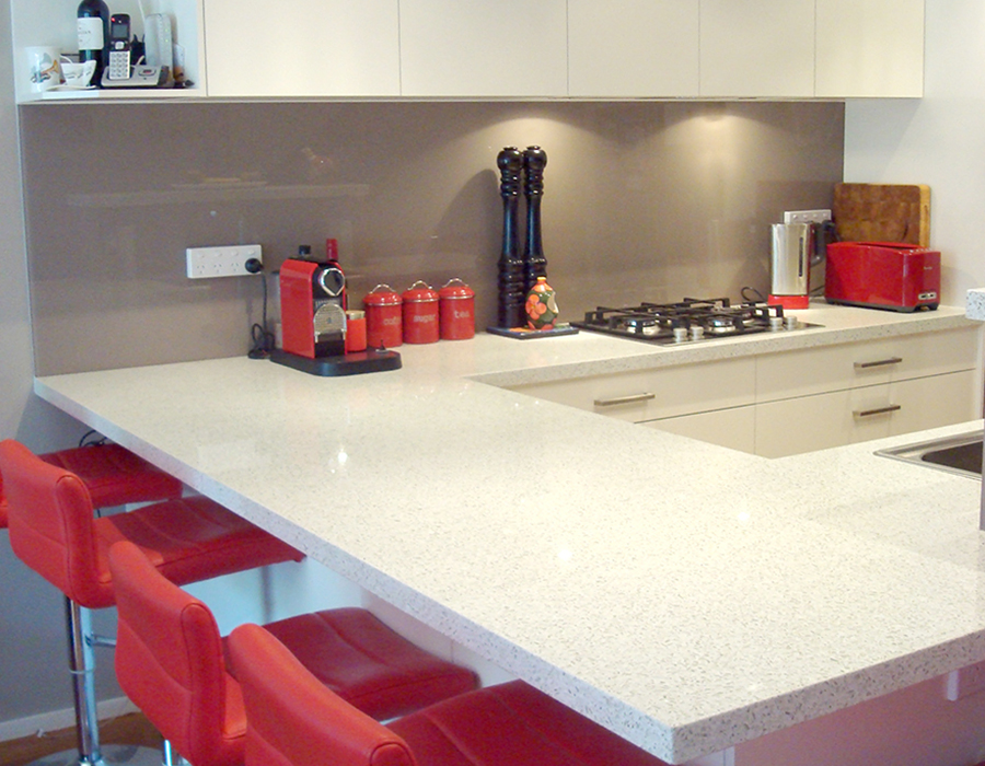 modern bright red kitchen feature06